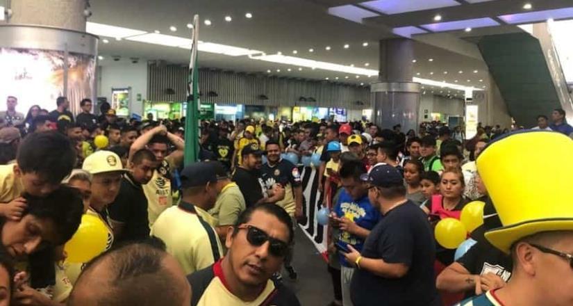 Medios confunden llegada de Memo Ochoa con la de Evo Morales
