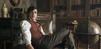 Jonah Hauer-King como El Principe Eric