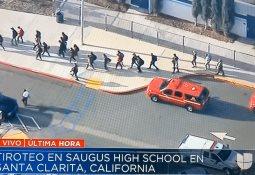 Suman dos muertos tras tiroteo en escuela de California