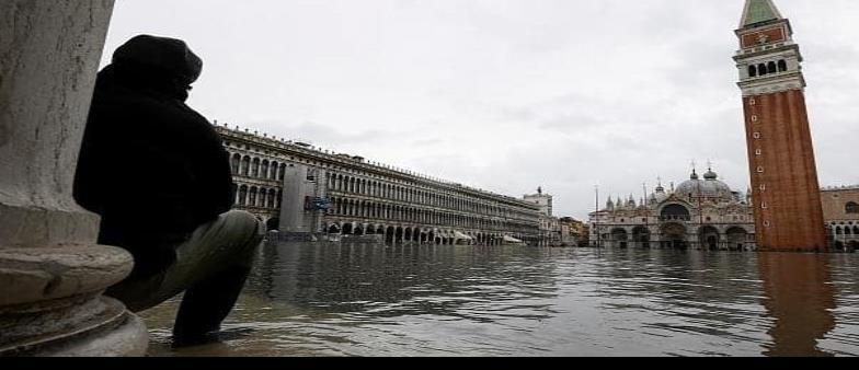Venecia vuelve a ser víctima de la marea alta