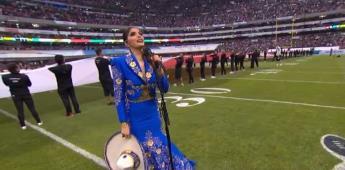 Ana Bárbara se equivoca en el Himno de México