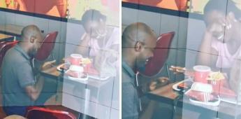 Pide matrimonio dentro un KFC en Sudáfrica