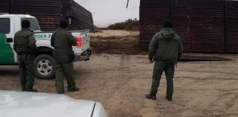 Tumban tramo del viejo muro para que pase un vehículo con 16 migrantes