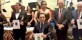 Recibe Julián Leyzoaola galardón forjadores de México