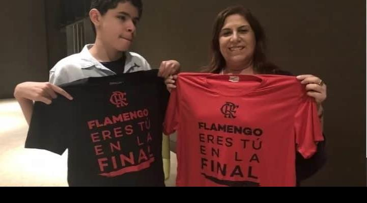 Madre narró la final de la Copa Libertadores a su hijo invidente