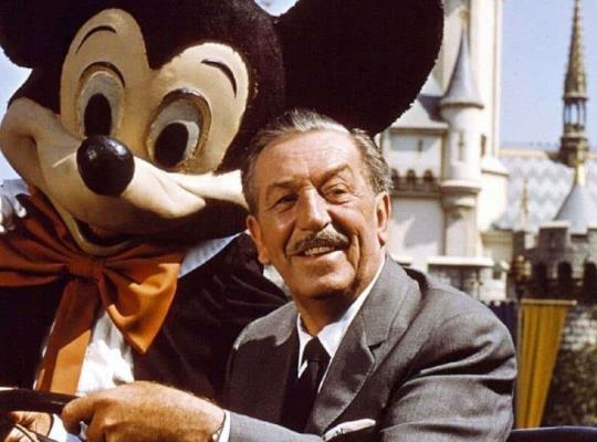 Un poco de la vida de Walt Disney