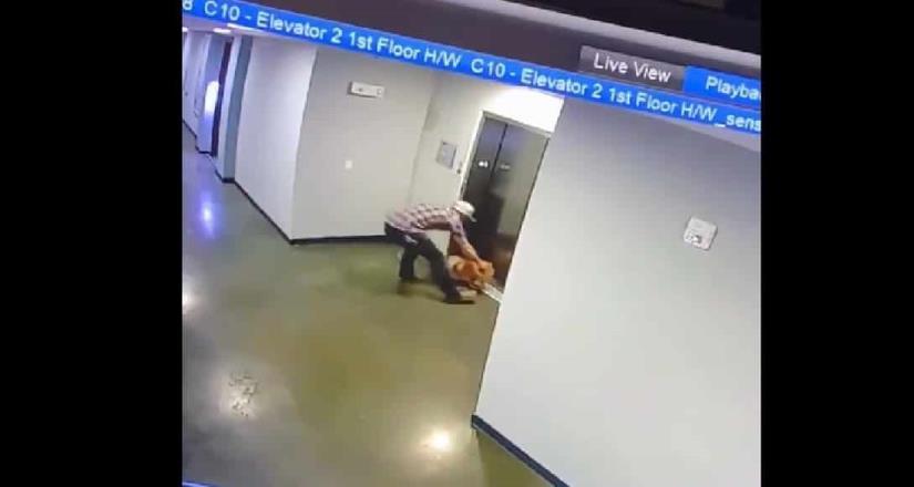Hombre rescata a perrito de morir