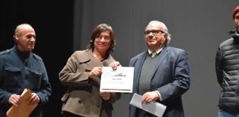 Entrega Pedro Ochoa, en Tijuana, el Premio Nacional de Video Experimental a Elena Pardo