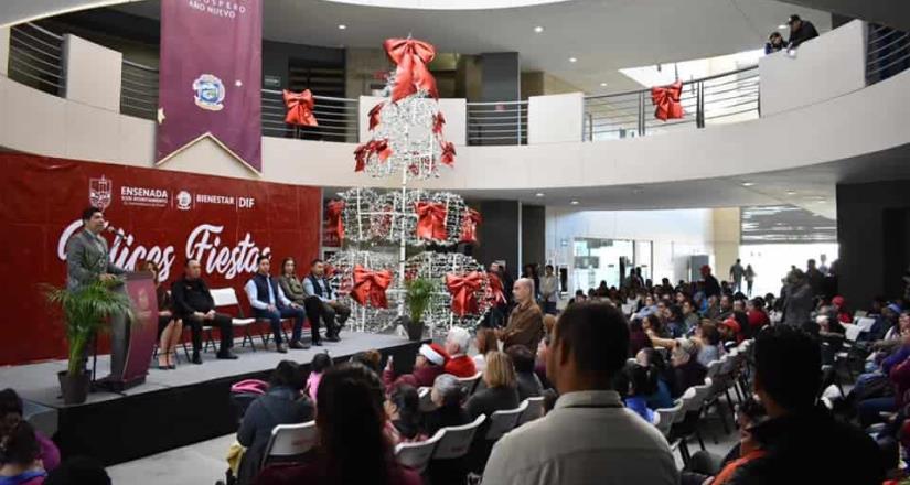 Entregó Ayala apoyos navideños a más de 600 familias