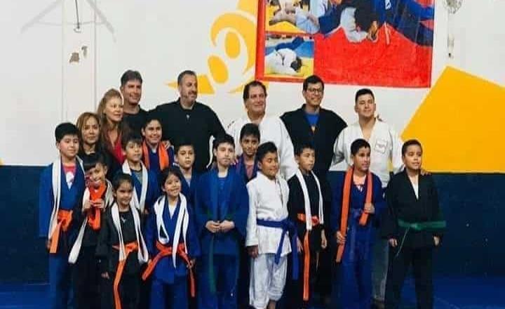 Karatekas son examinados en el Deportivo Salgado