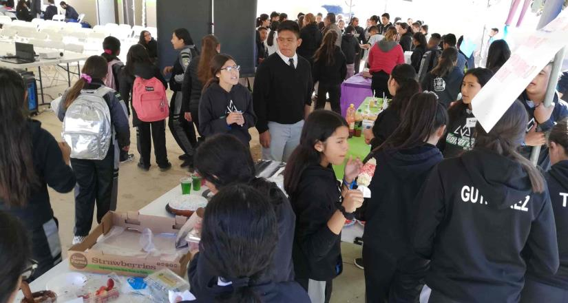 Celebran exposición de proyectos en la secundaria 85