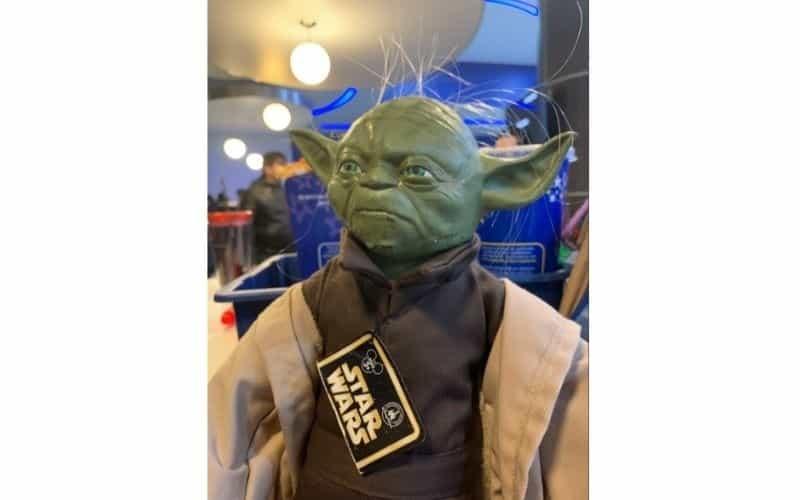 Fans se disfrazan de personajes de Star Wars en el estreno de la última película