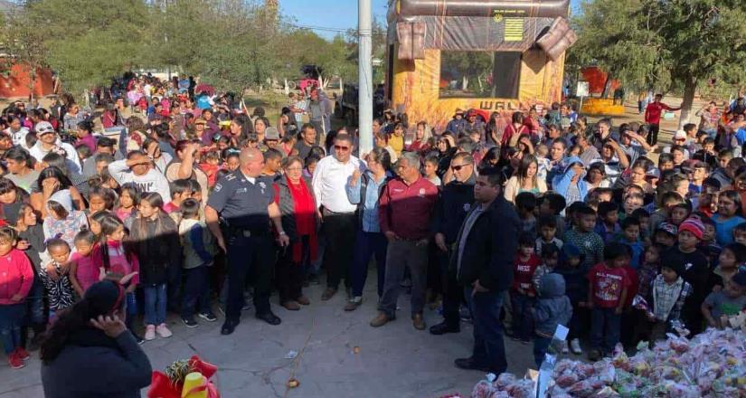 Celebran una posada para niños en San Vicente