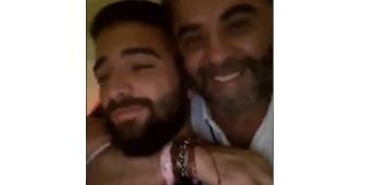 Maluma se muestra cariñoso con un hombre maduro