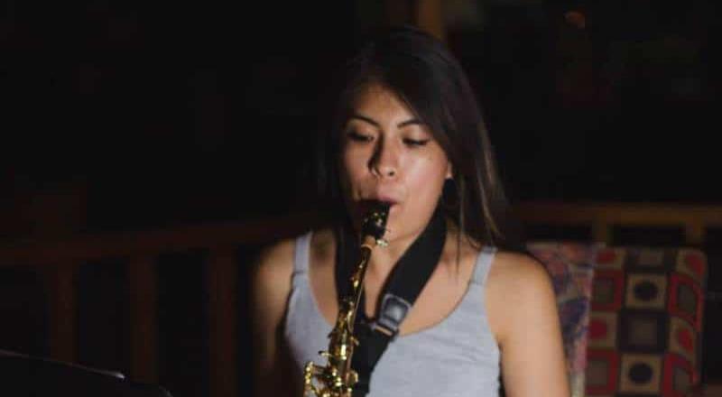 Cae uno de los que atacaron a saxofonista