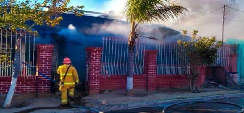 Bomberos Tecate atendieron incendio en la colonia Benito Juárez