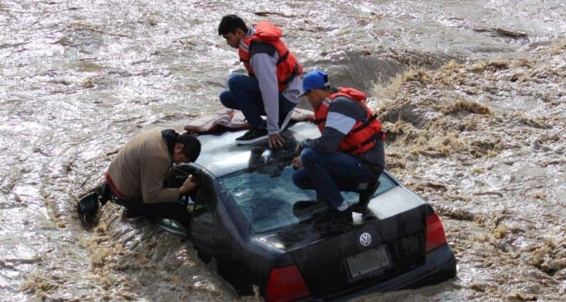 Tres jóvenes quedaron atrapados en el Río Tijuana