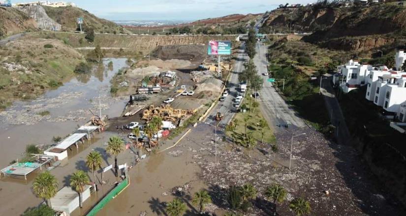 Tapón de basura causa de inundación en Rosas Magallón