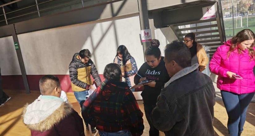 Familia afectada por las lluvias fue trasladada a albergue