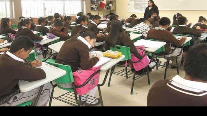 Elegirán a maestros con examen de opción múltiple