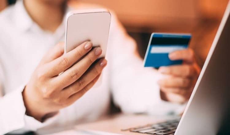 Sistema de facturación instantánea para consumidores que paguen con tarjeta de crédito o débito