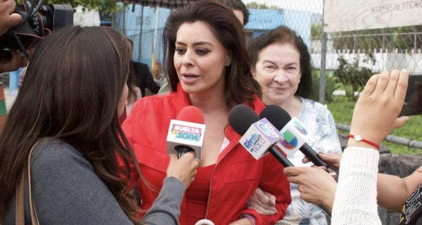 Yadira Carrillo pasa una navidad infernal
