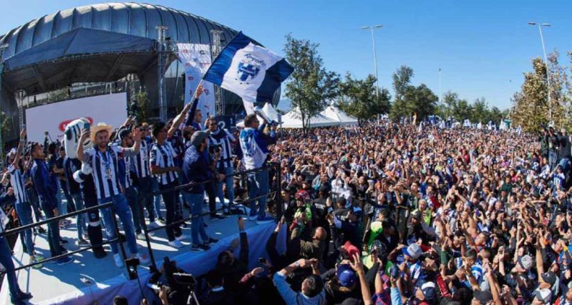 Miles festejan campeonato de Rayados en Monterrey, NL