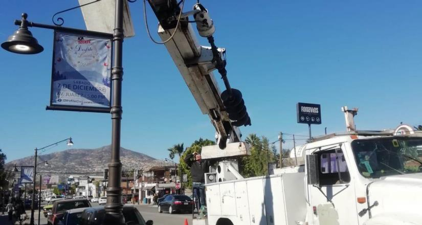 Se realiza mantenimiento y reparación de luminarias