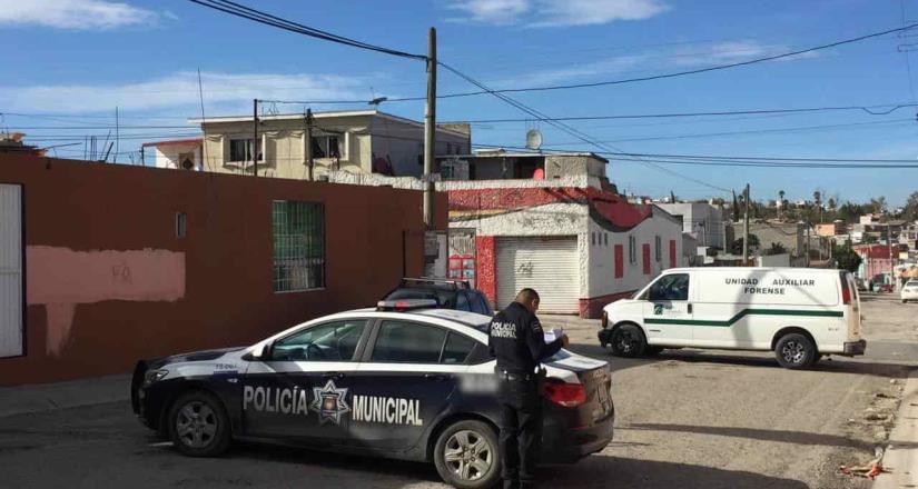 Ciudadano reporta el hallazgo de una persona muerta dentro de un vehículo