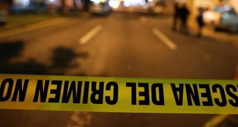 Localizan 2 muertos encobijados y en un vehículo.