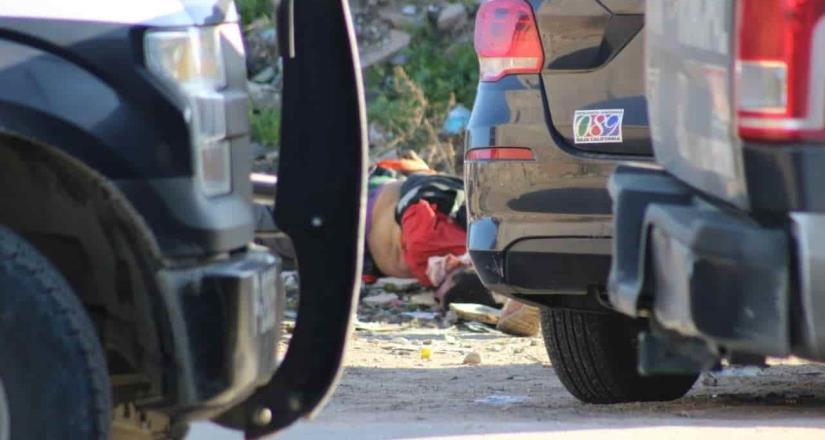 Encuentran cuerpo atado y amordazado en lote baldío en Lomas del Matamoros
