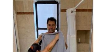 Fernández Noroña sube foto en toalla y desata memes