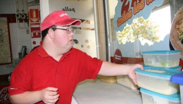Ofrece CANIRAC-Tecate, empleo formal a jóvenes con discapacidad