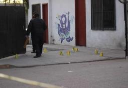 Ejecutan a un hombre en Lomas Taurinas, encuentra el cuerpo sobre un vehículo