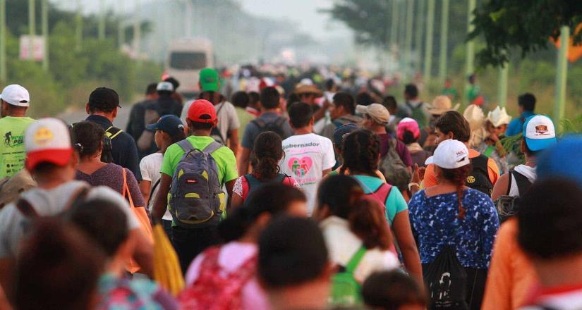 Salen 2 caravanas de migrantes de Honduras a Guatemala, México y EU