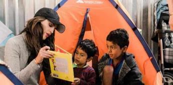 Eiza González visita asilo de inmigrantes en Tijuana