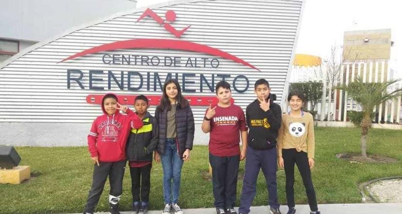 Niños de San Quintín destacaron en lucha olímpica