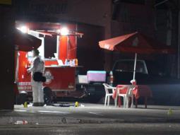 Balean a policías estatales en puesto de Hot Dogs; 2 muertos y 4 detenidos