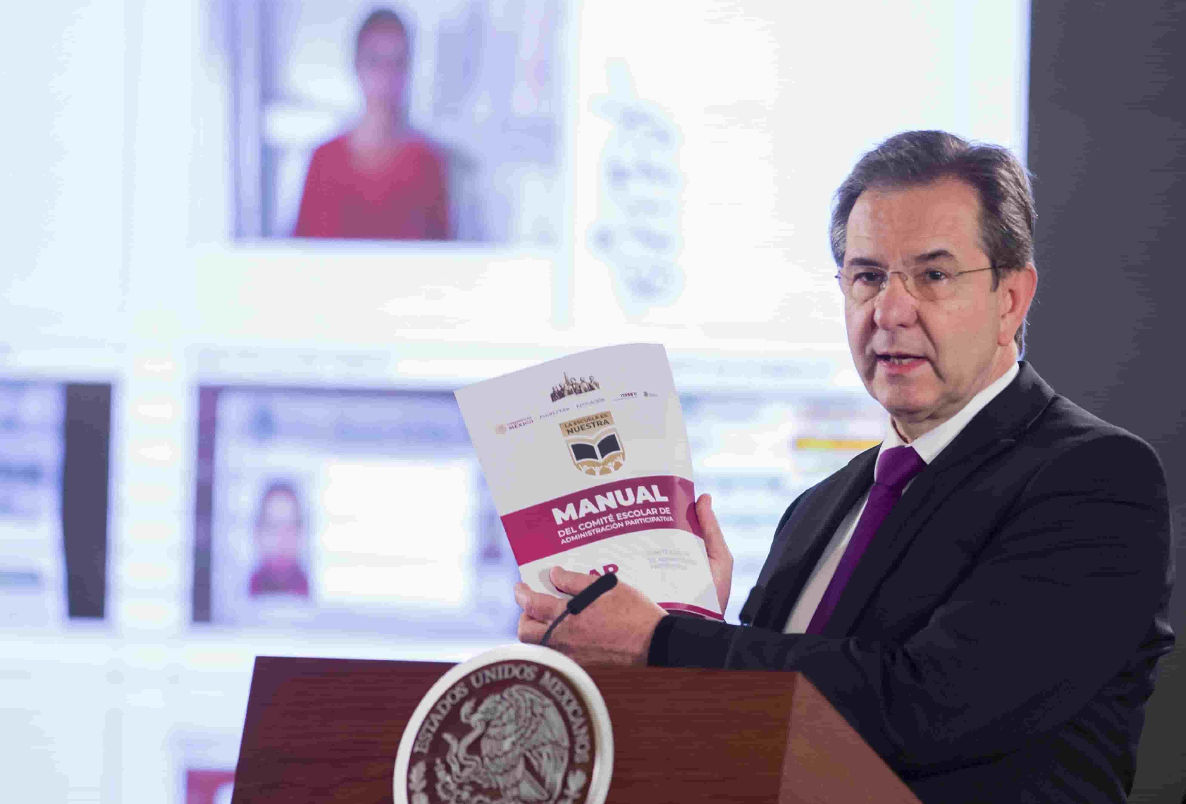 AMLO y Esteban Moctezuma en la conferencia de prensa matutina