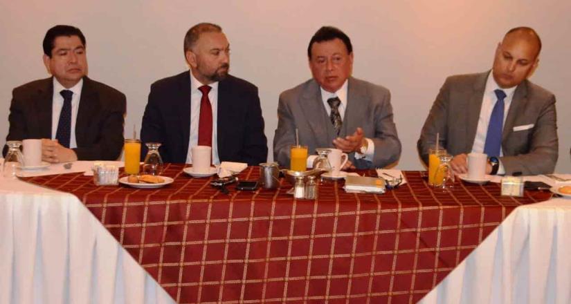 Reunión de fiscal Guillermo Ruiz con abogados mexicalenses