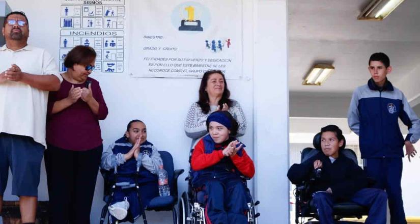 Araceli Brown entrega rampas de acceso a personas con discapacidad