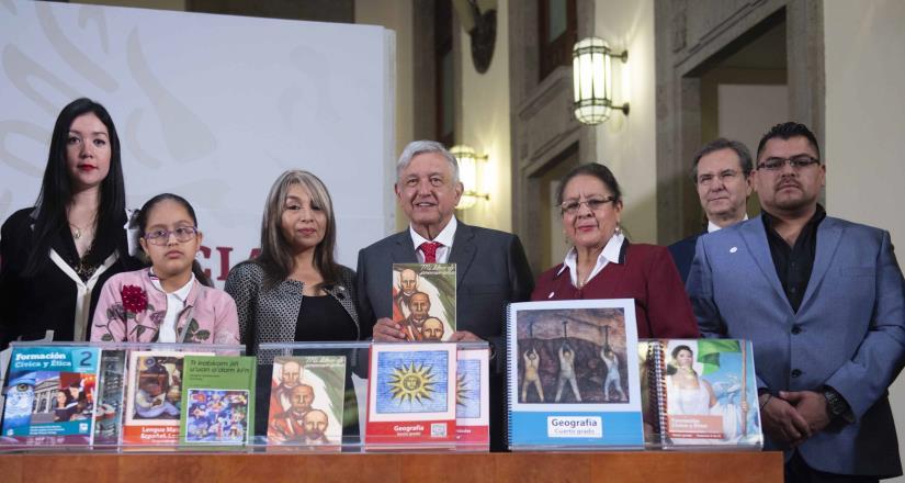 Presenta gobierno nueva generación de Libros de Texto Gratuito