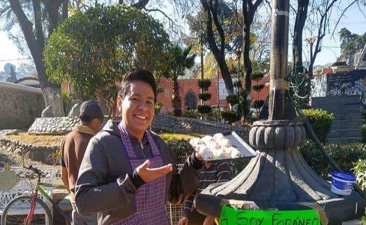 Estudiante vende gelatinas para pagar viajes a CDMX e ir a diplomado