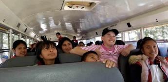Joven de 19 años regala autobús escolar a una comunidad en Michoacán