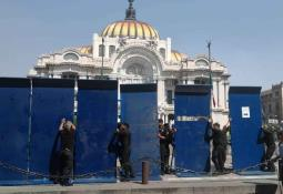 En marcha queman camión y cachitos de lotería afuera de La Prensa