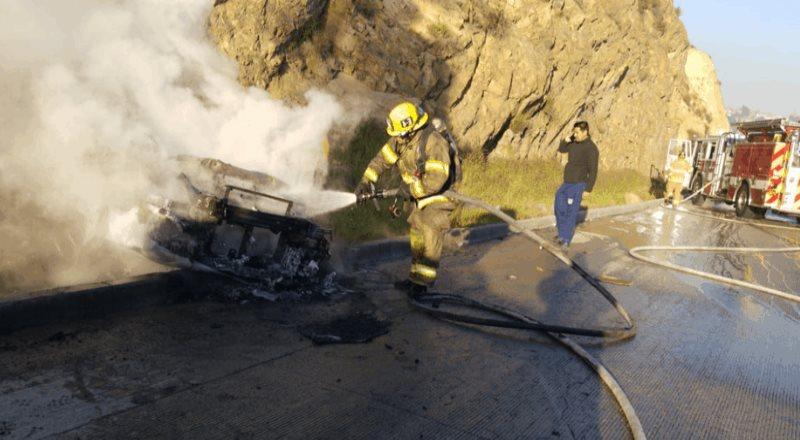 Accidente causa incendio automovilístico