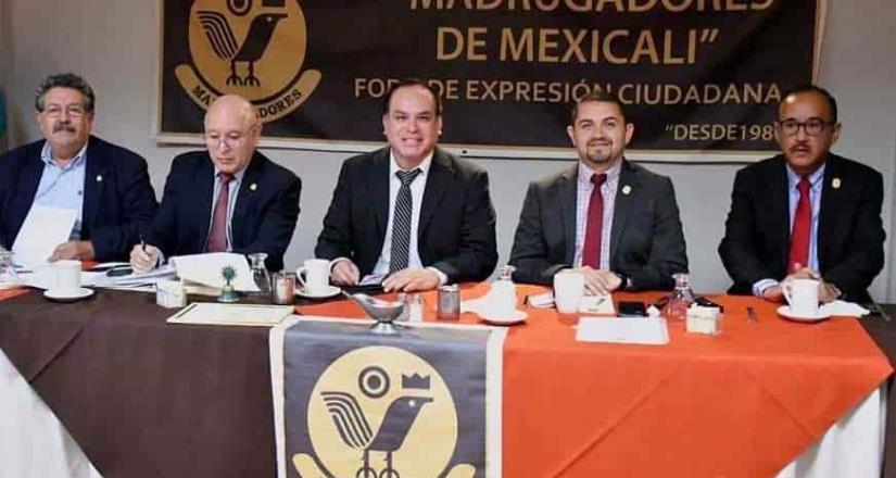 Presenta secretario de salud acciones y funciones al grupo madrugadores de Mexicali