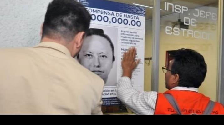 Pegan en el Metro carteles de Jovana N, mujer que se llevó a Fátima