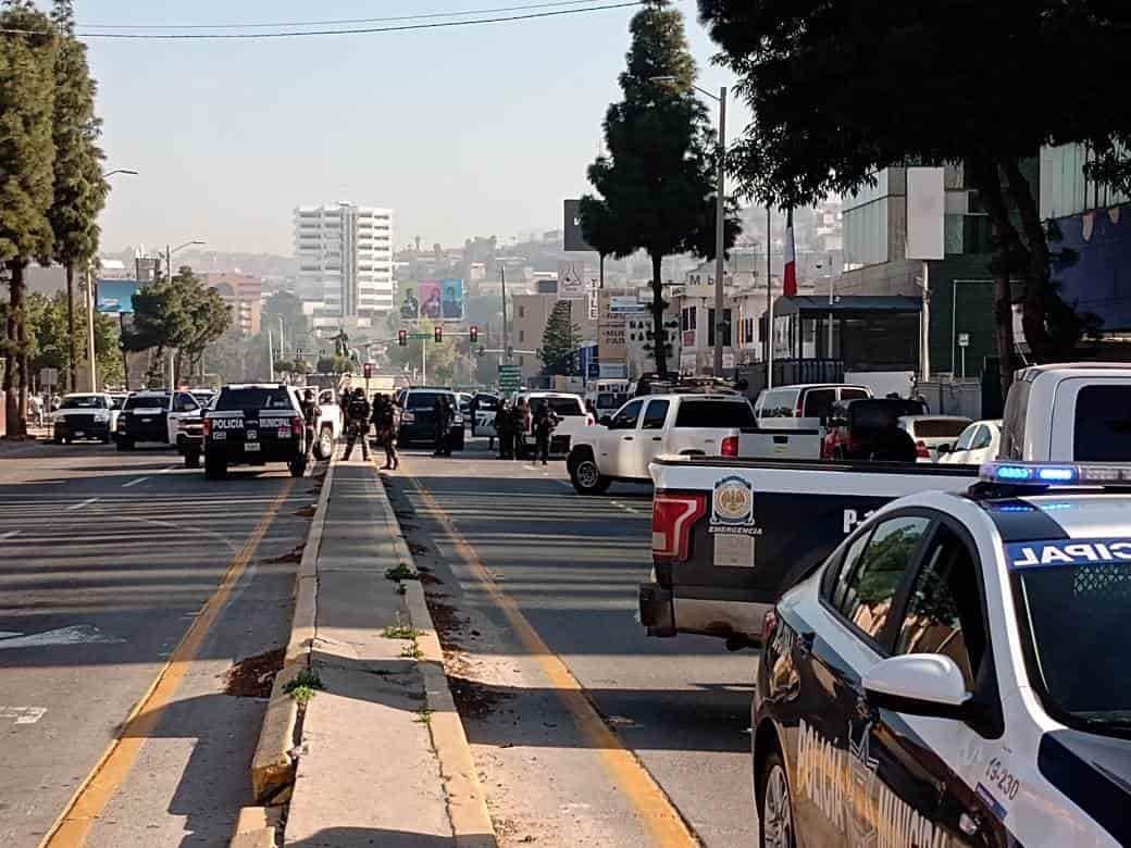 Cierran bulevar Abelardo L. Rodríguez tras persecución a delincuentes