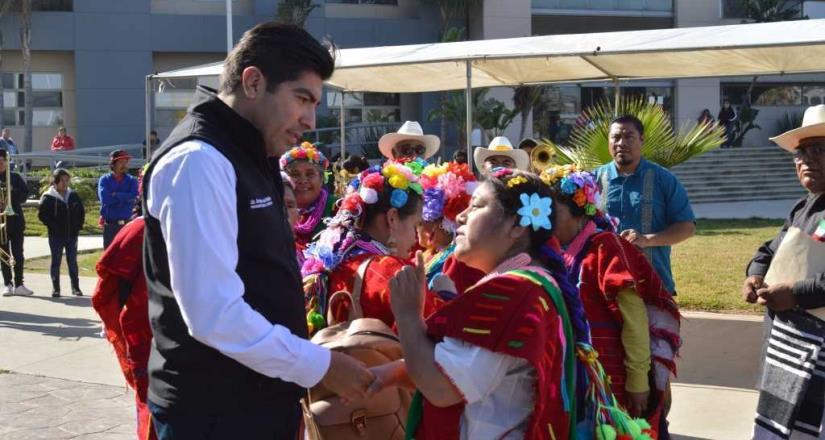 Refrenda Ayala sus compromisos con comunidades indígenas